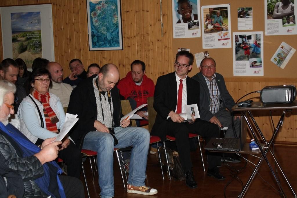 Dorfladen Infoveranstaltung 27.11.2014, von rechts: Rainer Landefeld (Bauamt, Stadt Petershagen), Grant Hendrik Tonne (Bürgermeister von Leese, MdL Niedersachsen), Oliver Plöger (MT)