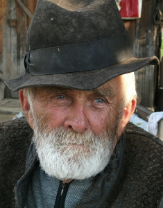 "Ciprian Dumitrescu (79) Der Mann den sie in seiner Heimat ""Vater Bär"" nennen. © Aliana Leonescu"