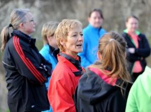 Ansprache: Laufinstruktorin Lisa Niedringhaus bei der Einweisung am ersten Trainingstag.
