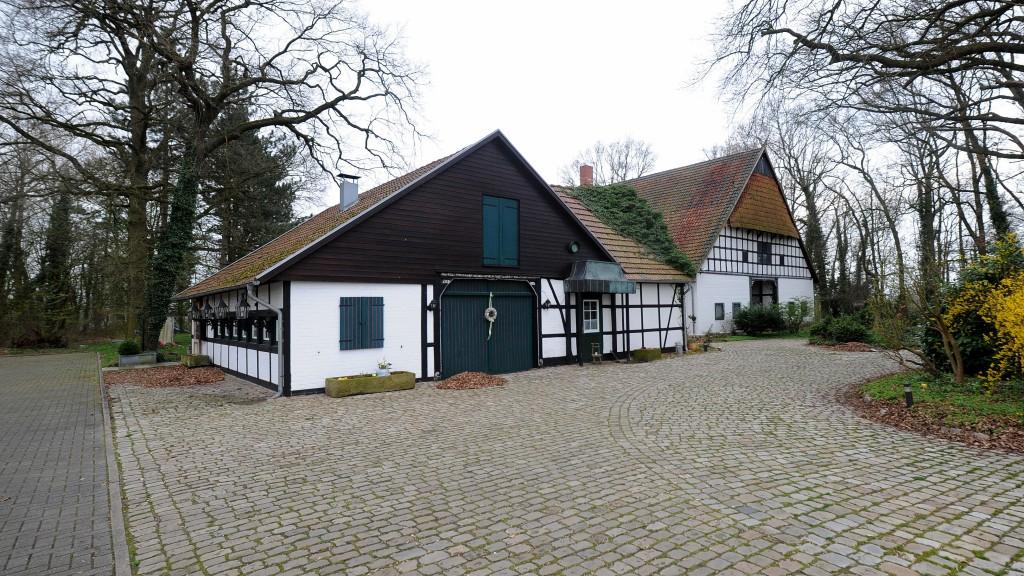 Landgasthaus Eichenhain // Diplom-Volkswirt Jürgen Krüger, Lavelsloher Straße 31, 32469 Petershagen // Telefon 0049 1718389291 // Email: post@juergen-krueger.de // www.juergen-krueger.de