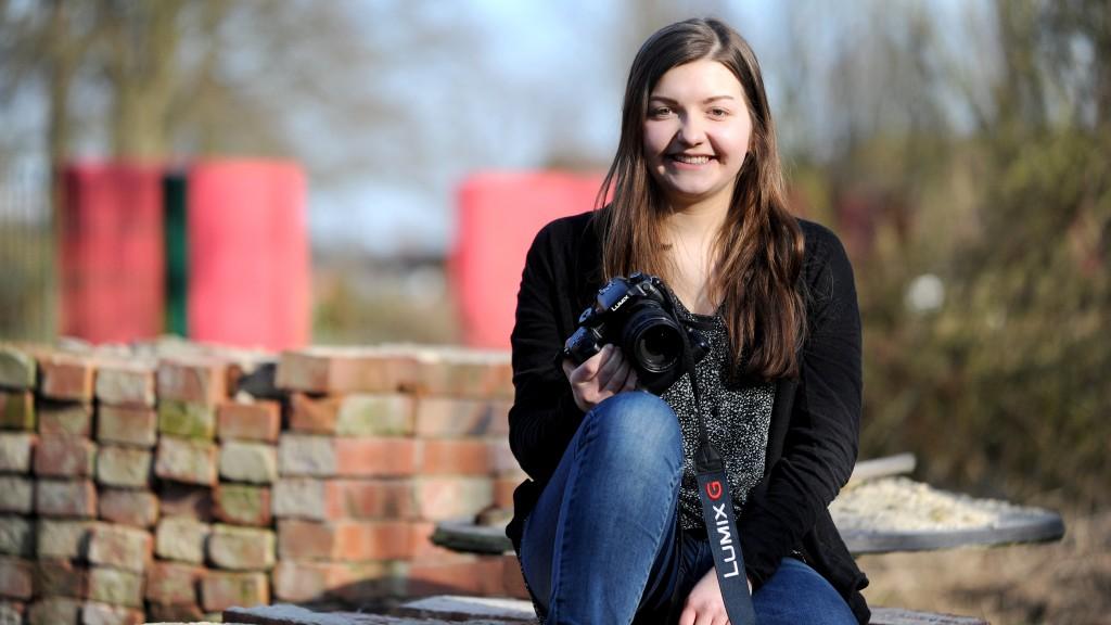 Hat Spaß am Journalisumus: Marilena Wiegmann, die im Friedewalder Ortsteil Brandheide wohnt. Foto: Jürgen Krüger