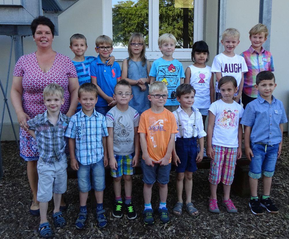Die I-Dötzchen mit ihrer Klassenlehrerin Alexandra Mohrhoff