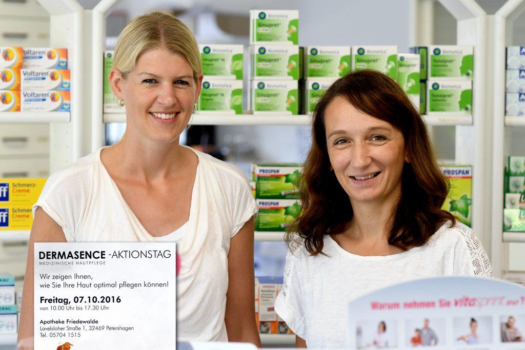 Freuen sich auf den Aktionstag: Sonja Niemann (r.), Inhaberin der Apotheke Friedewalde, und Mitarbeiterin Lisa Themann.