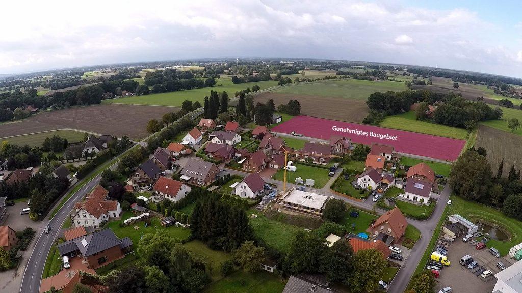Friedewalde mit Blick Richtung Nord-West; Am Friedhof (hinten links) ist ein neues Baugebiet ausgewiesen und genehmigt worden.