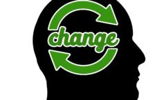 Grünes Aktualisierungszeichen in menschlichem Kopf